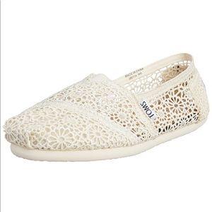 TOMS ivory white Morocco crochet flats